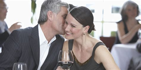 Report shows more people of all ages are dating online jpg 2000x1000
