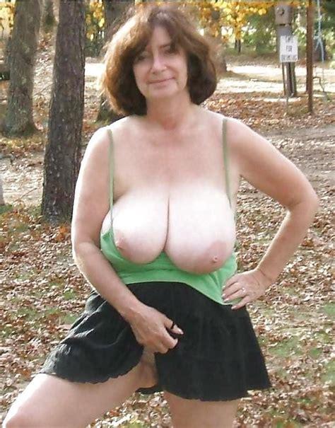 no bras on big boobs jpg 611x780