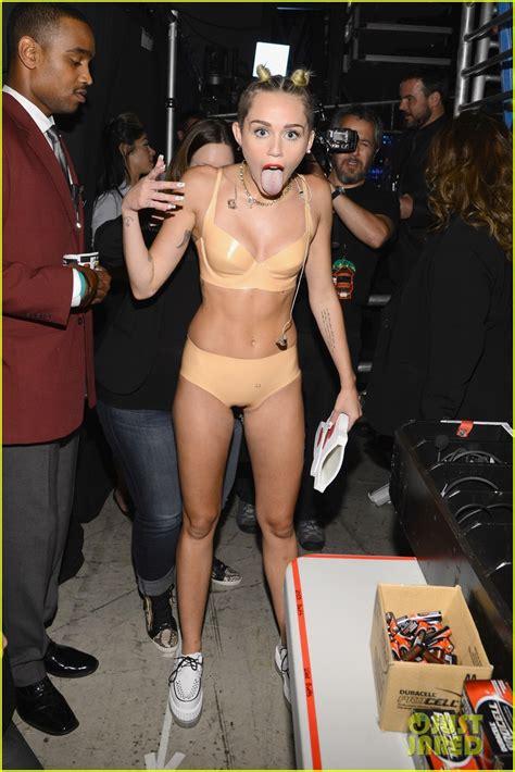 miley cyrus naked bra jpg 815x1222
